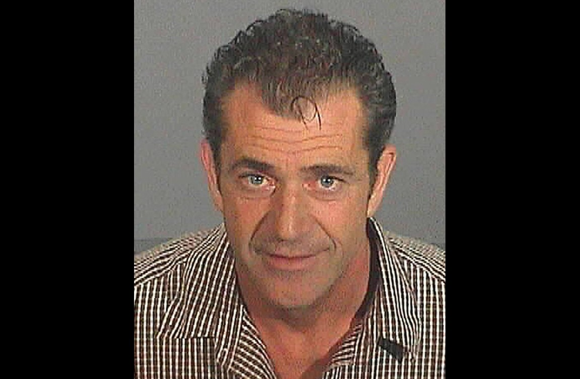 Mel Gibson em julho de 2006. Acusações: dirigir alcoolizado e disparar ofensas anti-semitas ao policial que o prendeu. (Foto: Divulgação)