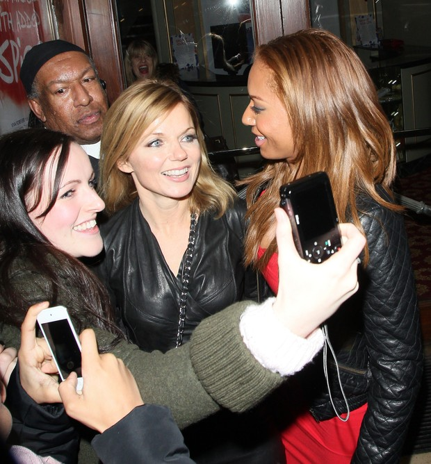 Geri Halliwell e Mel B assistem musical sobre Spice Girls juntas (Foto: Getty Images)
