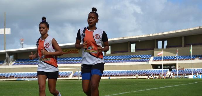 Ingryd e Pretinha, do União Desportiva de Alagoas (Foto: Jota Rufino/GloboEsporte.com)