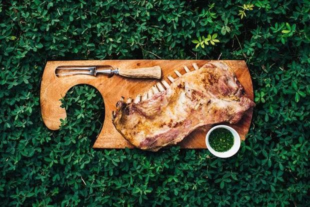 Receita: costela de cordeiro ao molho chimichurri (Foto: Divulgação)