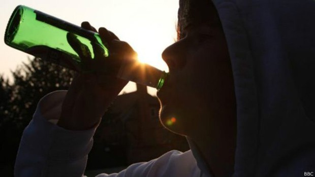 Estudo prévio aponta álcool como a maior causa de mortes entre jovens brasileiros entre 15 e 19 anos  (Foto: BBC)