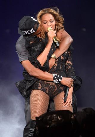 Jay-Z e Beyoncé em show em Nova Jérsei, nos Estados Unidos (Foto: Kevin Mazur/ Getty Images)