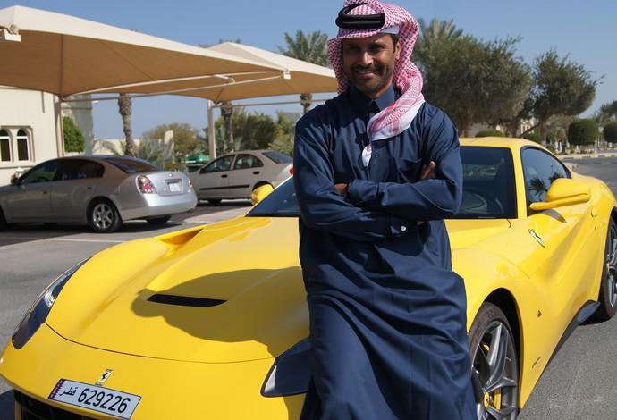 Nasser em sua Ferrari Berlinetta amarela (Foto: Thierry Gozzer)