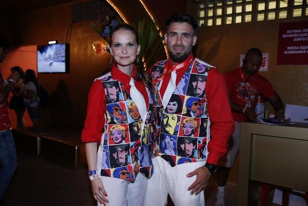 Fernanda Rodrigues e Raoni Carneiro em camarote da Sapucaí (Foto: Movimento Fixo / AgNews)