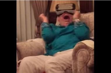Avó se assusta ao usar os óculos de realidade virtual (Foto: Reprodução)