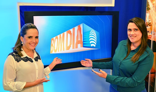 Simone Gomes e Bruna Bachega no estúdio do Bom Dia Fronteira (Foto: Marketing TV Fronteira)