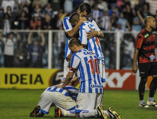 comemoração gol Avai (Foto: Eduardo Valente / Ag. Estado)