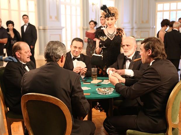 Na outra vida, Caíque e Castilho foram ao Casino da Urca (Foto: Maria Clara Lima/Gshow)