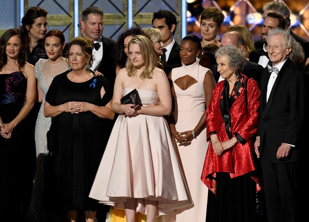 O elenco de The Handmaid's Tale (Foto: Getty Images)