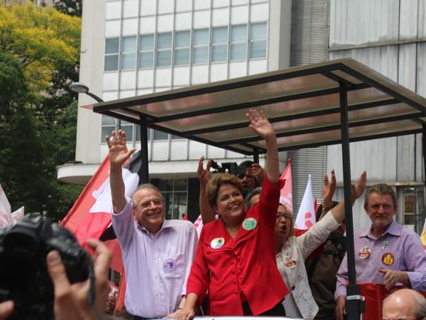 Dilma faz caminhada ao lado de Tarso Genro em Porto Alegre (Foto: Caetanno Freitas/G1)