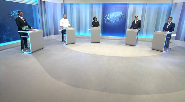 Candidatos ao governo de Pernambuco participam de debate