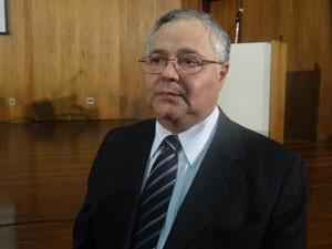 Secretário Djalmo Leão apresentou detalhes das diretrizes (Foto: Vitor Tavares / G1)