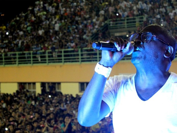 Kléber Lucas trouxe a Manaus sucessos do repertório e novas canções do álbum 'Profeta da Esperança' (Foto: Marcos Dantas/G1 AM)