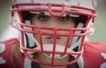 No clima do Super Bowl, top Adriana Lima vira jogadora em comercial (Reprodução)