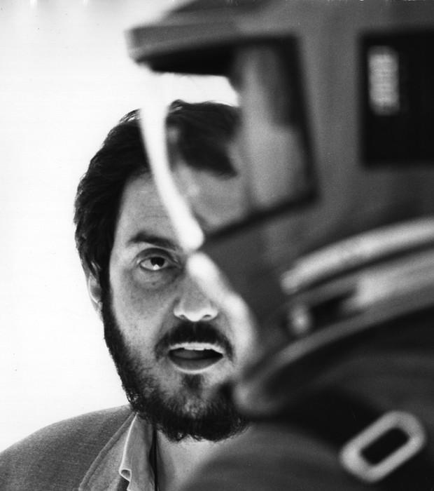 """O diretor Stanley Kubrick nos bastidores da filmagem de """"2001 - Uma odisseia no Espaço"""", uma das imagens que compõe a exposição de suas obras e objetos no Museu da Imagem e do Som (MIS) (Foto: Divulgação)"""
