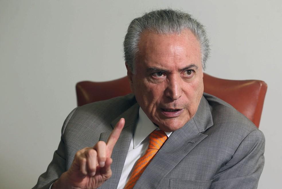 O presidente Michel Temer fala durante entrevista no seu gabinete no Palácio do Planalto, em Brasília (Foto: Adriano Machado/Reuters)