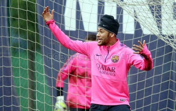 Diversão no treino do Barça (Foto: Reprodução do site oficial)