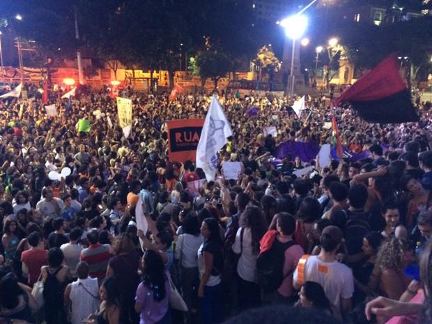 Manifestantes pedem a saída do presidente da Câmara dos Deputados, Eduardo Cunha (Foto: Daniel Silveira/ G1)