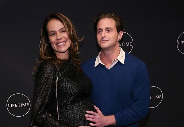 Viviane Thibes e Cameron Doyglas (Foto: Getty Images)