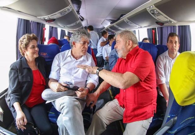 Os ex-presidentes Dilma Rousseff e Luiz Inácio Lula da Silva visitam a Paraíba, juntamente com o senador Humberto Costa (Foto: Reprodução/Twitter)