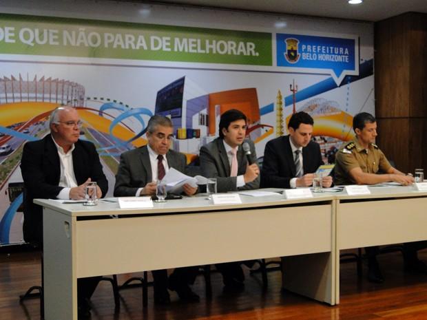 Autoridades durante a apresentação do Plano de Mobilidade (Foto: Pedro Triginelli/G1)