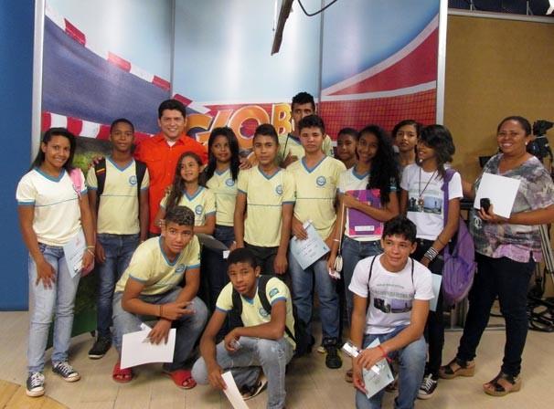 Francinito Loureiro recepciona estudantes no projeto 'Amigos da TV Clube' (Foto: Katylenin França/TV Clube)