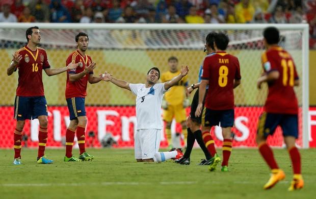 Luis Suarez, Espanha x Uruguai (Foto: Reuters)