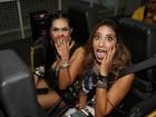 Ex-BBBs Amanda e Talita brincam em montanha-russa no Rock in Rio