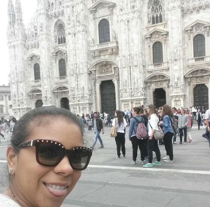 Thiago Silva e a mulher Isabelle passeiam por Milão (Foto: Reprodução/Instagram)