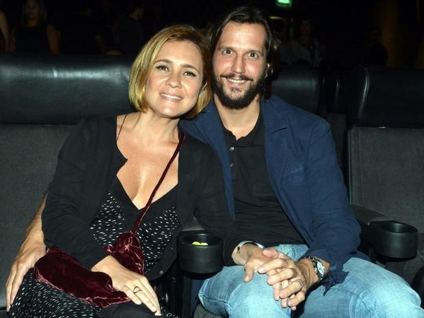 Adriana Esteves e Vladimir Brichta em pré-estreia de filme no Centro do Rio (Foto: Cristina Granato/ Divulgação)