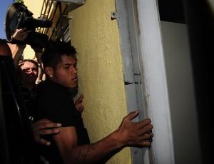 Leandro, do Grêmio, presta depoimento na delegacia (Foto: Ricardo Duarte/Agência RBS)