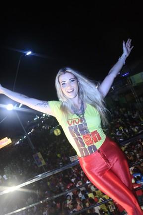 Ex-BBB Aline em micareta em Feira de Santana, na Bahia (Foto: Fred Pontes/ Divulgação)