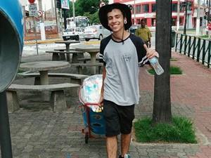 Gabriel vende geladinho nas ruas centrais de Jacareí (Foto: Arquivo Pessoal/Gabriel Belém)