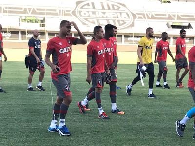 Atlético-PR treino Paraguai (Foto: Thiago Ribeiro)