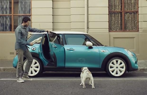 Propaganda do Mini Cooper 4 portas (Foto: Reprodução)