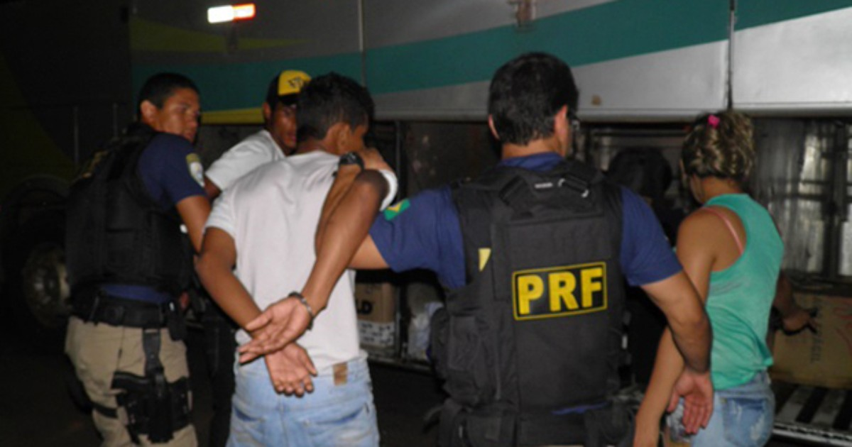 Seis são presos na BR-153 ao serem flagrados com armas e drogas - Globo.com