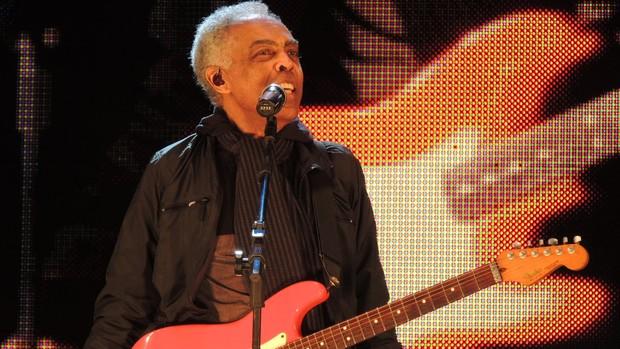Aos 70 anos, Gilberto Gil agita o público (Fernanda Burigo/G1)