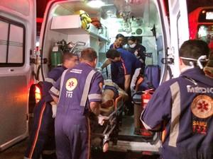 Mulher foi atingida pelos disparos e morreu antes de chegar no hospital (Foto: Walter Paparazzo/G1)
