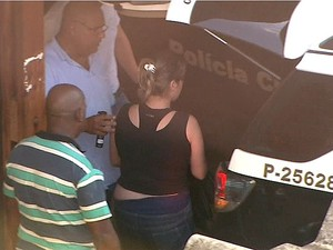 Natália deixa DIG de Ribeirão Preto após prestar depoimento no dia 14 de novembro (Foto: Reprodução/EPTV)