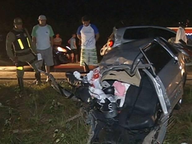 Carro em que a família estava colidiu com uma van. Todos morreram na hora. Castanhal acidente PA-136  (Foto: Reprodução/TV Liberal)