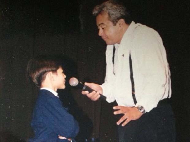 Lucas subiu ao palco pela primeira vez com 5 anos de idade e ao lado de seu pai (Foto: Divulgação/Instagram)