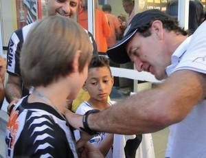 garoto conhece Cidade do Galo (Foto: Gabriel Duarte / Globoesporte.com)