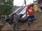 Veículo desliza em barreira e assusta moradores em Camaragibe