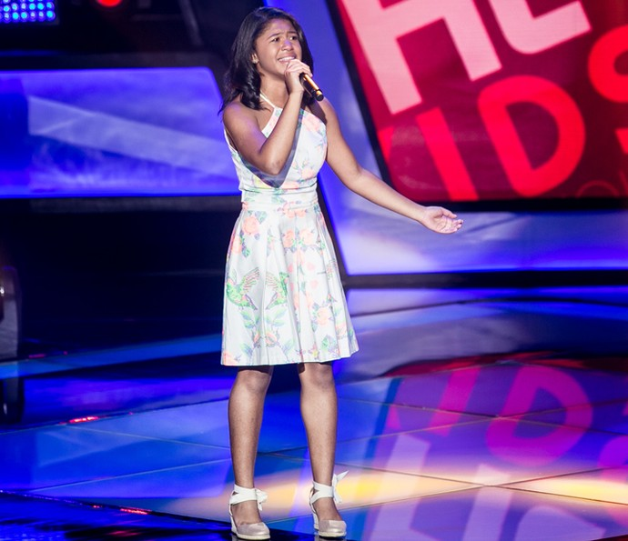 Julie de Assis canta 'Retrato da Vida' nas Audições do The Voice Kids (Foto: Isabella Pinheiro/Gshow)