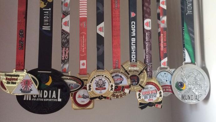 Medalhas Júlia Jiu-Jitsu Bom Despacho (Foto: Júlia Carla/Arquivo Pessoal)