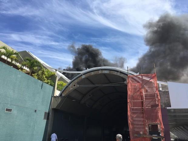 Fogo no aerorporto de Salvador (Foto: Arquivo Pessoal)