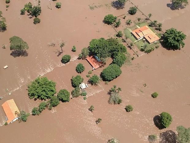Imagem aérea feita pelo Corpo de Bombeiros mostra inundação na zona rural de Porto Esperidião; número de desabrigados ainda é desconhecido. (Foto: Assessoria/Corpo de Bombeiros)