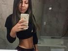 Andressa Ferreira mostra barriga definida e brinca sobre meta de corpo