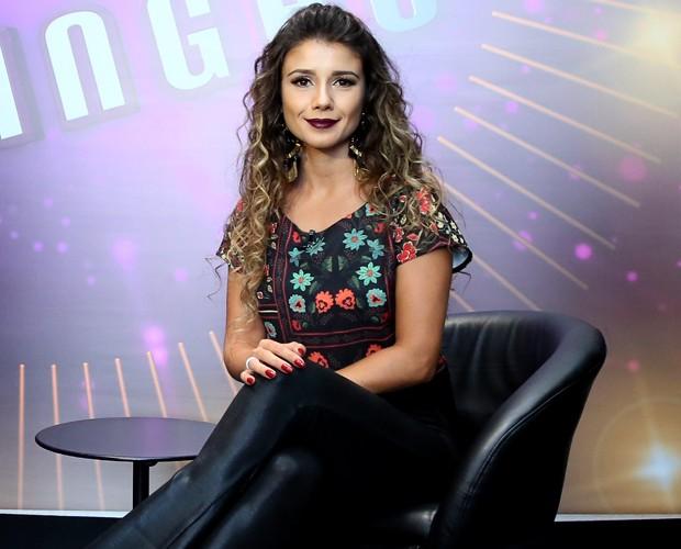 Paula Fernandes concede entrevista nos bastidores do Domingão (Foto: Isabella Pinheiro / Gshow)