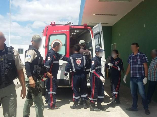 Presos foram atendidas pelo Samu após rebelião em presídio (Foto: Ney Lima/Avant Midia)